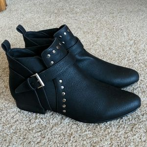 Black Studded Pointy Toe Buckle Shoes